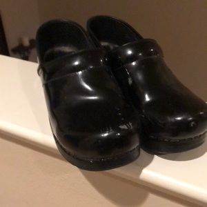 Black patent leather dansko professional clogs